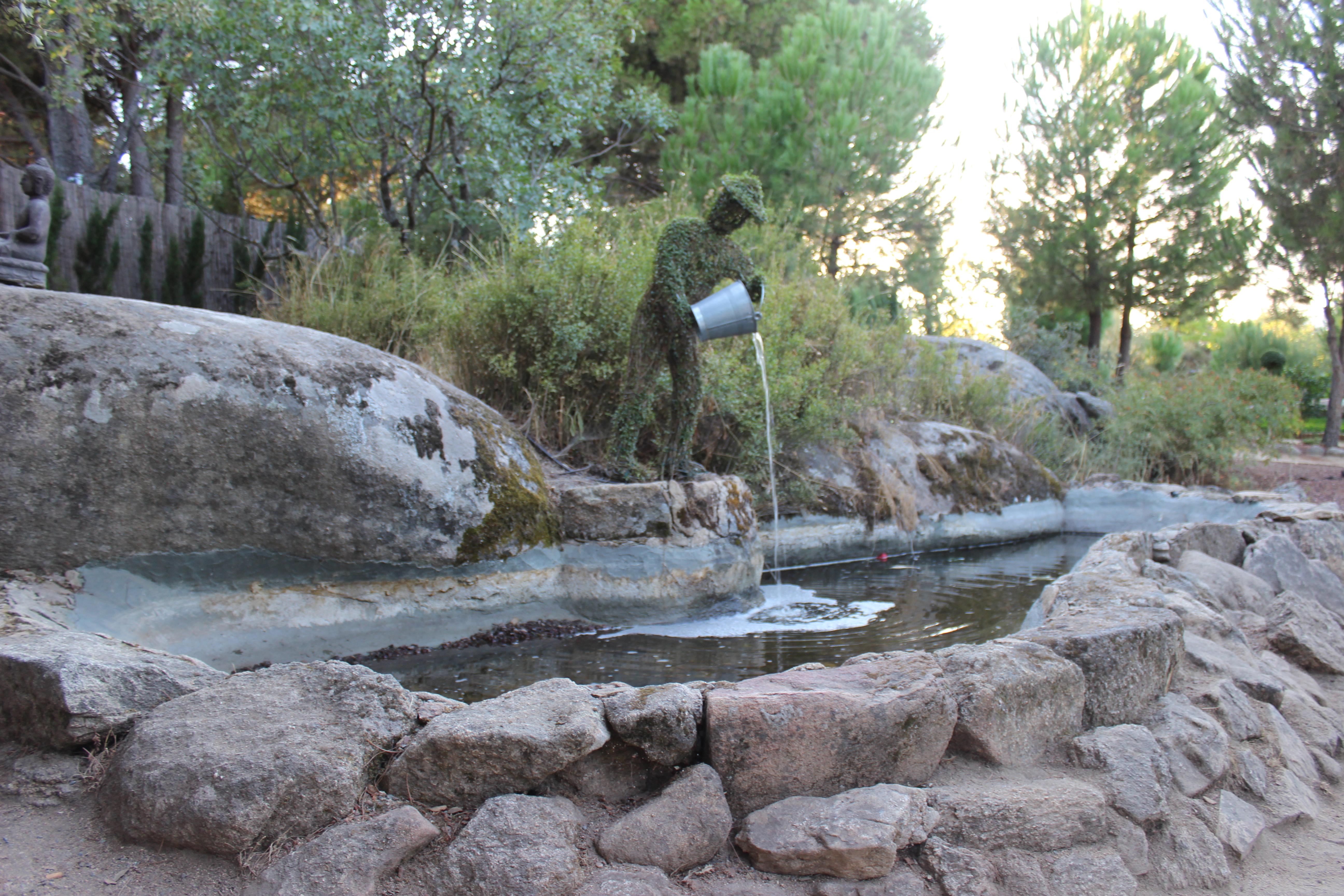 el parque est dividido en diferentes rutas o sendas temticas as pues tenemos la ruta de los habitantes del bosque la de los cactus la de los amigos